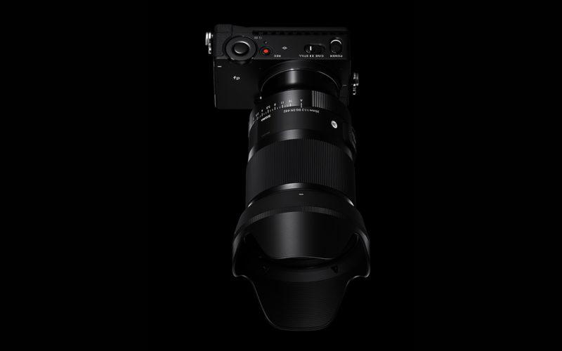 SIGMA Objektiv 35mm F1,2 DG DN | Art Weitwinkel Festbrennweite Vollformat Draufsicht Hochformat 1280x800px.jpg