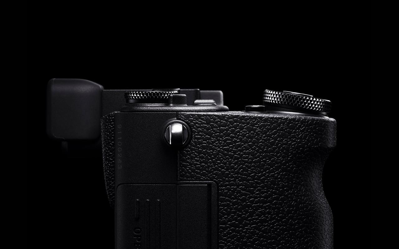 SIGMA sd Quattro H Kamera Spiegellose Systemkamera Vorderansicht Produktabbildung 01 1280x800px