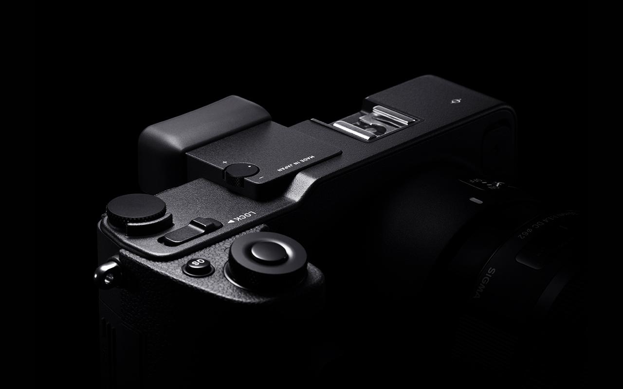 SIGMA sd Quattro H Kamera Spiegellose Systemkamera Vorderansicht Produktabbildung 02 1280x800px