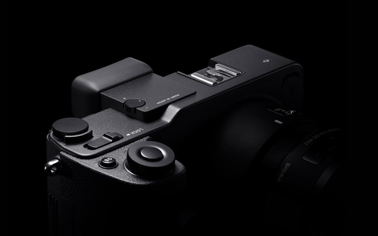 SIGMA sd Quattro Kamera Spiegellose Systemkamera Vorderansicht Produktabbildung 1280x800px