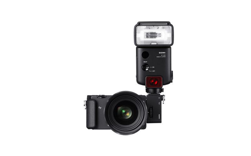 SIGMA fp Kamera Spiegellose Systemkamera Produktbild Blitz Zubehör